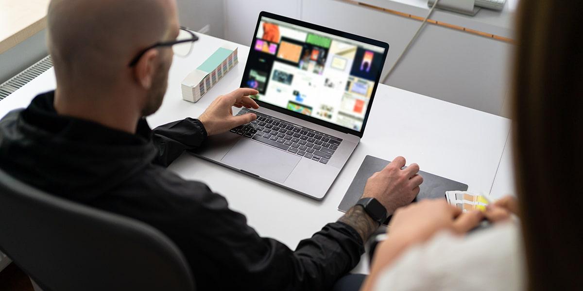 Security Awareness Trainings für Mitarbeiter in den Bereichen Social Engineering, Phishing und Ransomware.